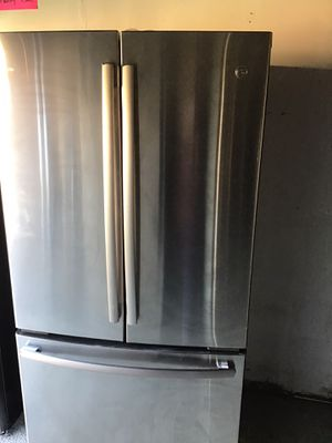 GE French Door Refrigerator w/ water and ice maker inside for Sale in San Leandro, CA