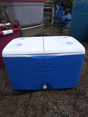 Rubbermaid pull cooler for Sale in Minooka, IL