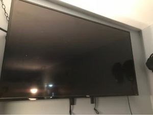 """56""""inch Roku TCL TV for Sale in Toledo, OH"""