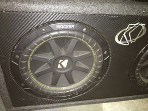 "2 10"" Kicker subwoofers w/amp for Sale in St. Louis, MO"