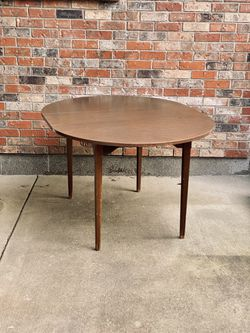 Free Dining Table for Sale in Lynnwood,  WA