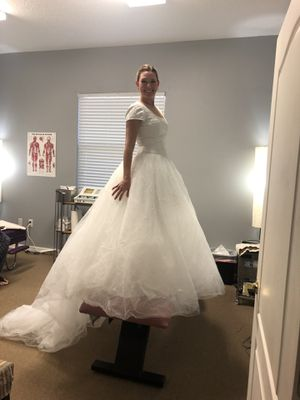 Wedding Dress (Only Worn Twice!) for Sale in Land O Lakes, FL
