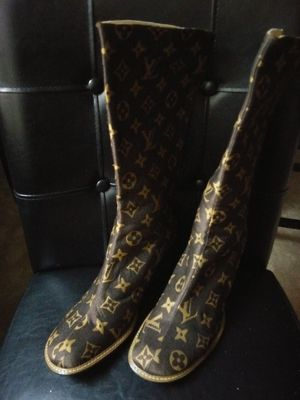 Louis Vuitton boots size 8 for Sale in Fort Washington, MD