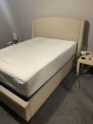 Queen bed set w/motorized base for Sale in Gresham, OR