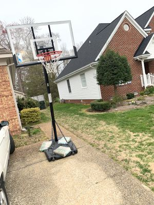 6-10 ft outdoor basketball hoop for Sale in Yorktown, VA