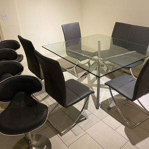 Selling My Glass Dining Table for Sale in Virginia Gardens, FL