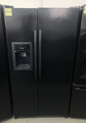 Comes with free 6 Months Warranty-like new black side by side refrigerator Ge for Sale in Detroit, MI