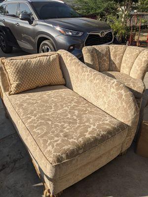 Se regalan sofá buenas condiciones for Sale in Fontana, CA