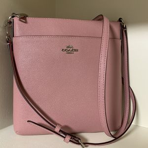 mint condition PINK COACH bag for Sale in Wichita, KS