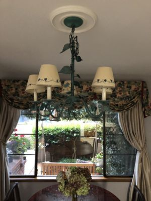 5 bulbs candles light chandeliers bulbs included for Sale in Mukilteo, WA