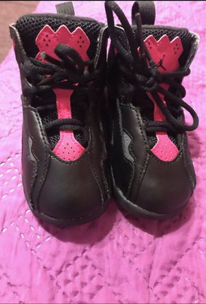 Black and pink jordans for Sale in Compton, CA