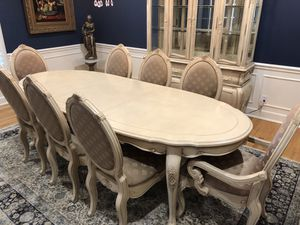 Stunning Dining Table with Removable Leaf and 8 Chairs for Sale in Murfreesboro, TN