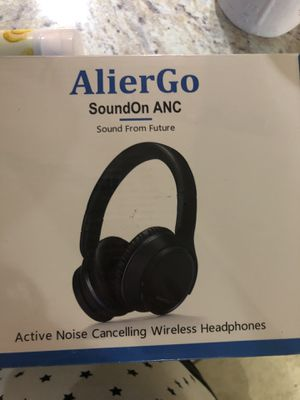 Noise canceling wireless headphones for Sale in Sanford, FL