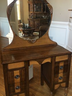 Antique Desk With Mirror for Sale in Norcross,  GA