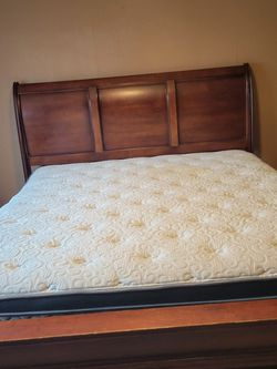 King Bed. Solid. for Sale in Canby,  OR
