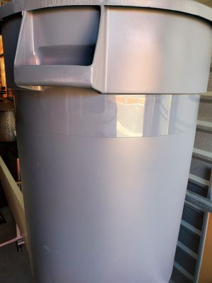 32 Gal waste containers. New for Sale in Puyallup, WA