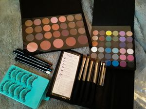 Beauty and health makeup,brushes and eyelashes lot for Sale in Tacoma, WA