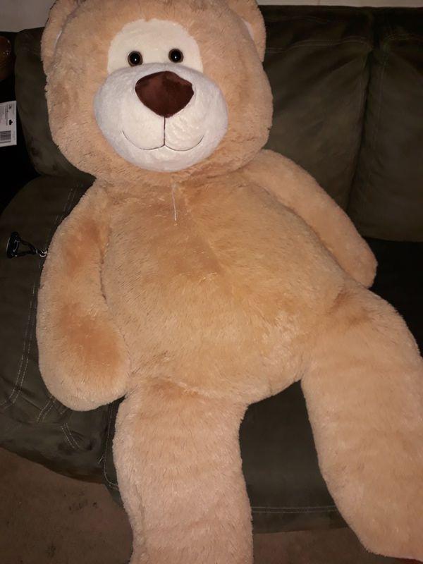 2 giant teddy bears