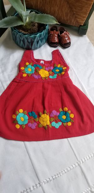 Vestidos bordados para niñas for Sale in Phoenix, AZ