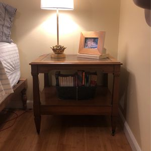 Vintage Leather Top Wood End Table for Sale in Kirkland, WA