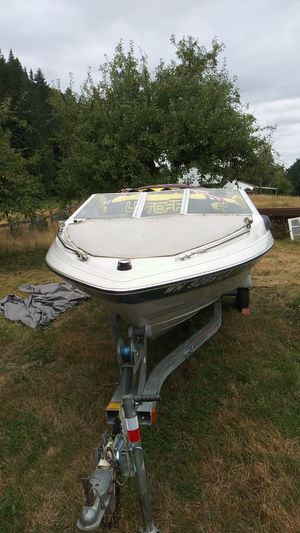 1987 bayliner capri outboard with tube wakeboard and ropes for Sale in Snohomish, WA