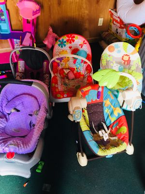 2 car seats and 3 bounce chairs for Sale in Berryville, AR