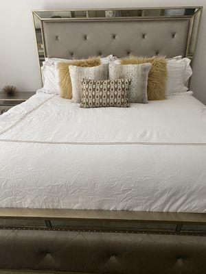 King size bedroom set for Sale in Nashville, TN