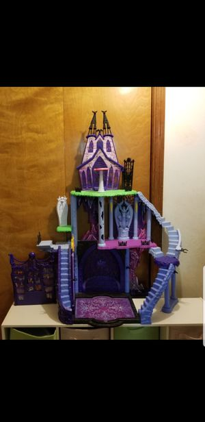 Monster high dollhouse castle only 30.00 for Sale in New Port Richey, FL