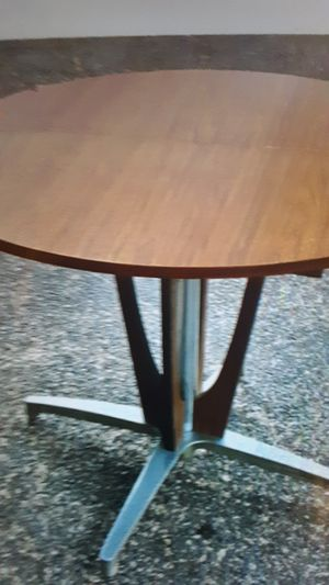 Chromecraft mid century modern dining table beautifully kept for Sale in Las Vegas, NV