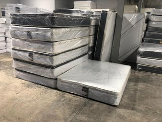 full pillowtop mattress with boxspring for Sale in Compton,  CA