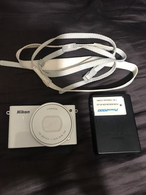 Nikon 1 J4 Digital Camera with extra Battery Charger and SD Card for Sale in Garden Grove, CA