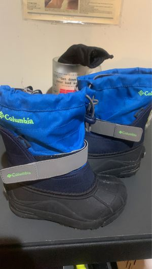 Columbia kids snow boots size 10 for Sale in Bell Gardens, CA