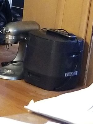 Like New! Pampered Chef Quick Cooker w/ Accessories for Sale in Syracuse, NY