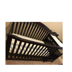 Baby crib with mattress for Sale in Peoria, IL