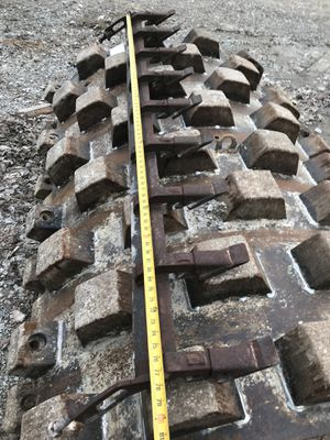 Slip on teeth for excavating bucket for Sale in Collinsville, IL