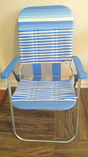 Sturdy Folding Lounge Chair for Sale in CHRISTIANSBRG, VA