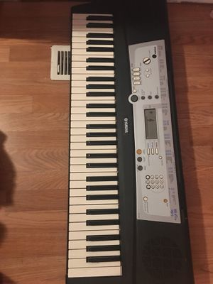Keyboard with stand and music book holder for Sale in Lakeside, CA