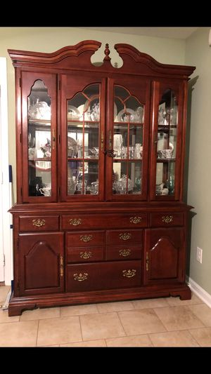 American drew China cabinet and dining room table for Sale in Smyrna, TN