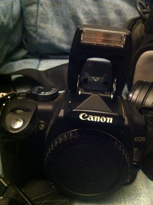 Cannon Camera with 300$ lens, cf card, and bag!!! for Sale in Hartsville, TN