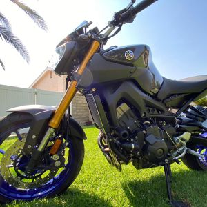 Yamaha fz09 3k miles !!!!! for Sale in Los Angeles, CA