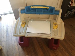 2 Step kids desk for Sale in Garland, TX