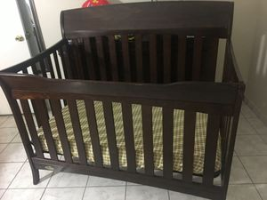Graco crib w/mattress and bedding included- barely used for Sale in Las Vegas, NV