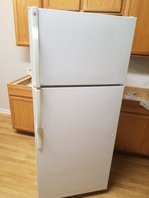 WHITE GE REFRIGERATOR for Sale in Saint Johns, FL