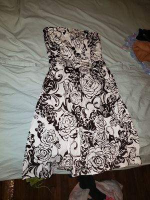 Size 6 womens floral cocktail dress for Sale in Phoenix, AZ
