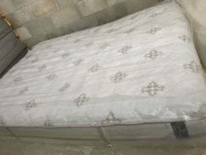 Queen size mattress for Sale in Bartow, FL
