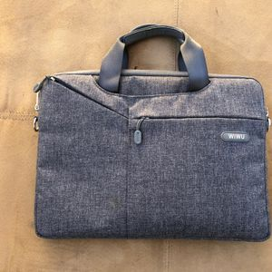 Slim And Compact Carrying Laptop Case Fits 13inch for Sale in Alhambra, CA