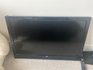 "JVC Tv. 39"" it only has a small crack on the left side as showed in the picture. Not a smart tv. for Sale in Tampa, FL"
