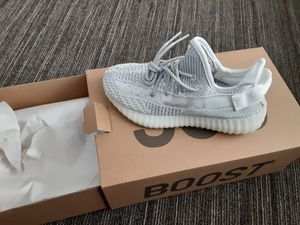 Yeezy Boost 350v2 for Sale in Camden, NJ