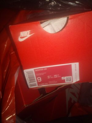 Flip flops Nikes size 9 for Sale in Oceanside, CA