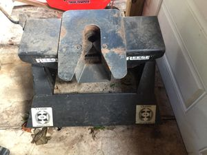5th wheel trailer camper hitch for Sale in Prospect, CT